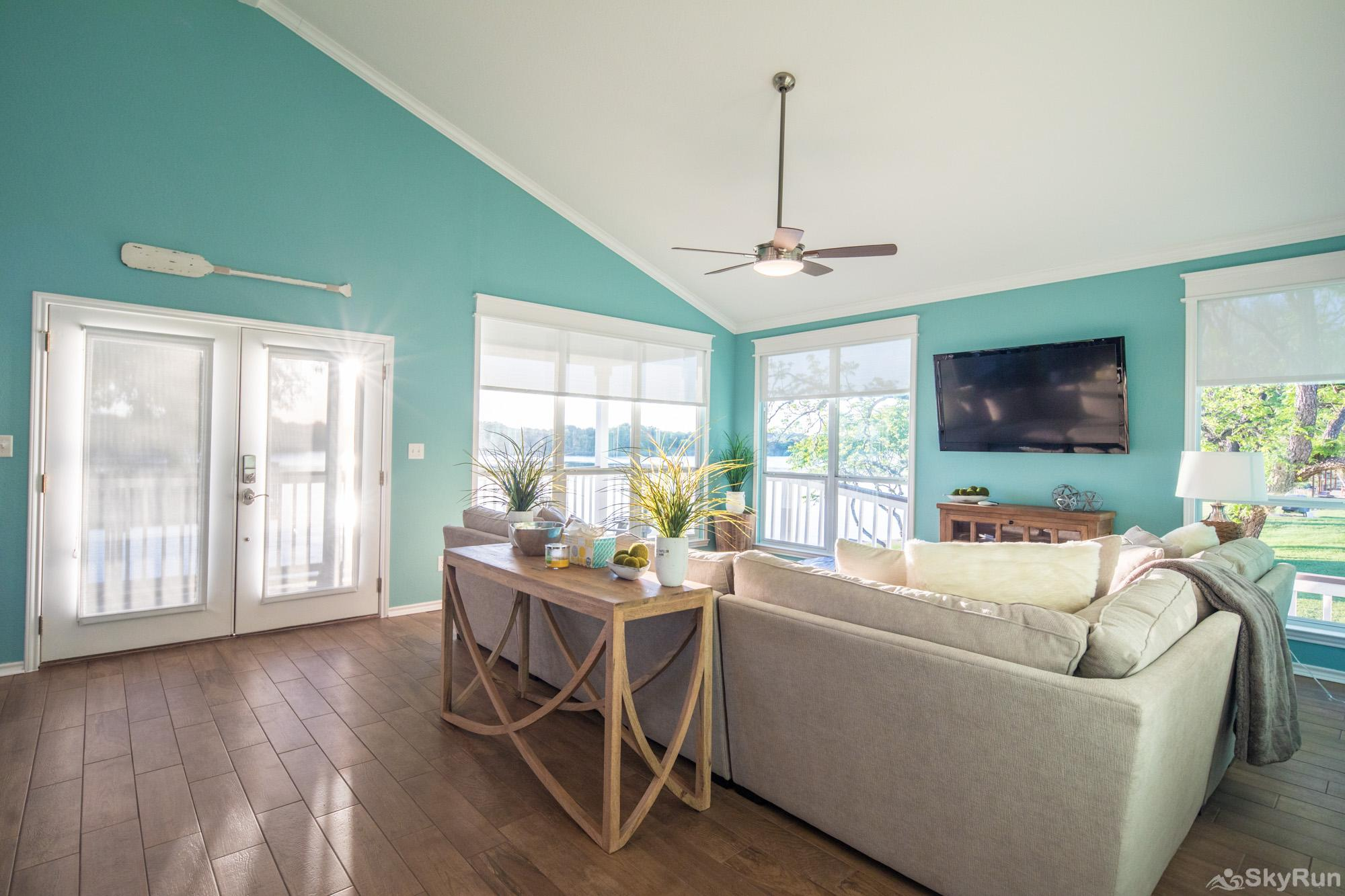 PARADISE POINTE Living Room with HDTV and Lake Views