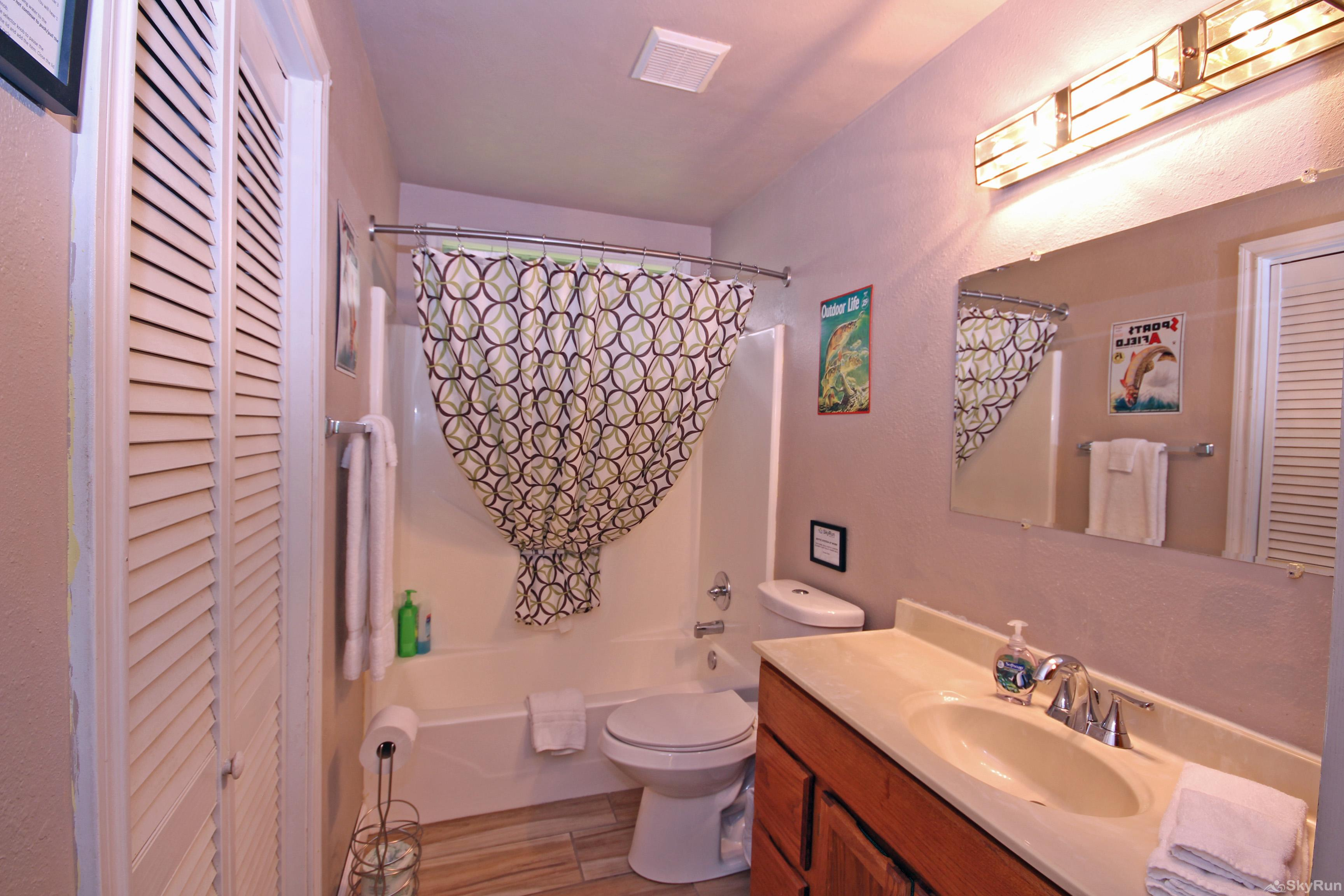 RIO VISTA ON THE GUADALUPE Full Bath with Shower/Tub Combo