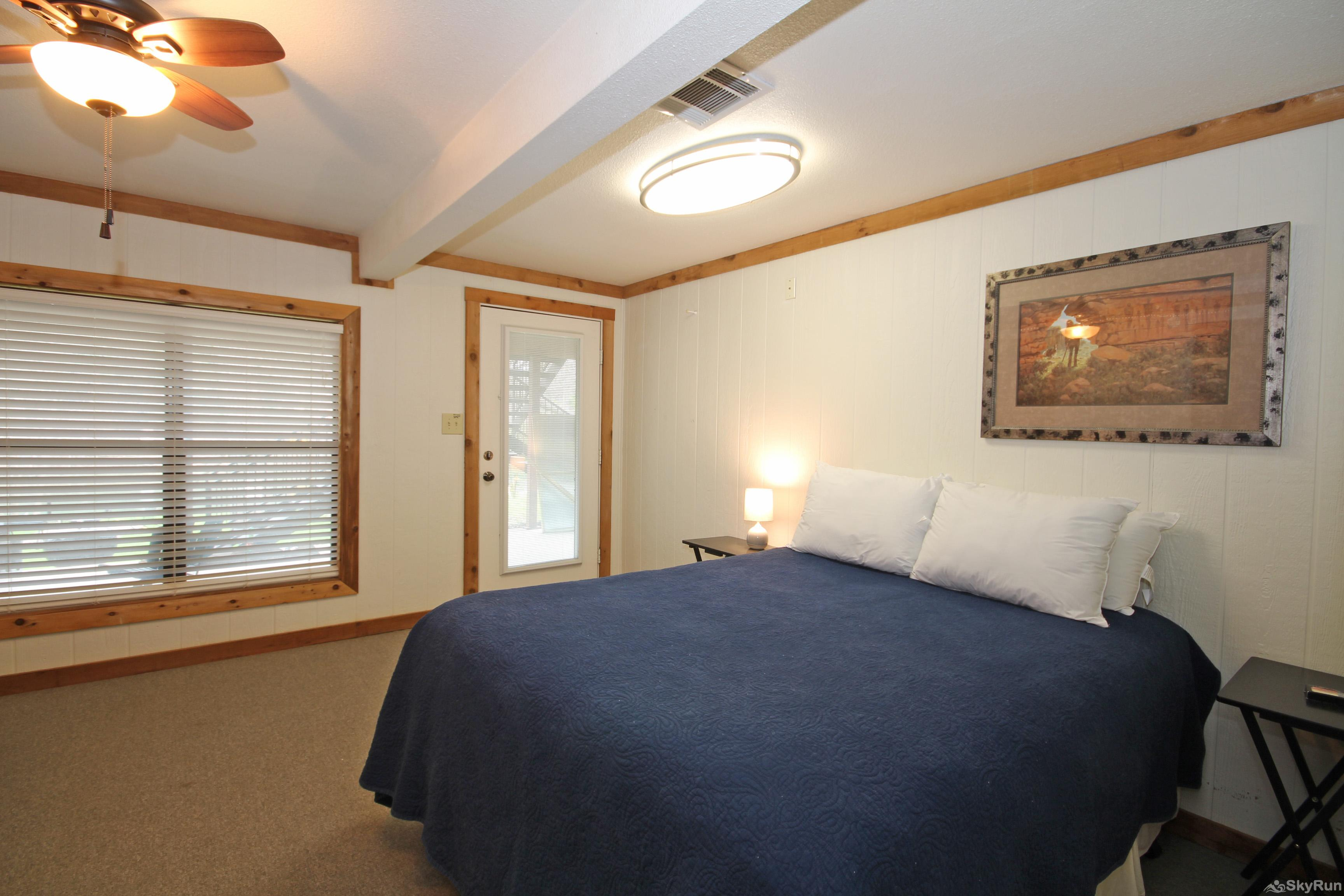 HONDO'S RIVER HAUS Second bedroom with queen bed