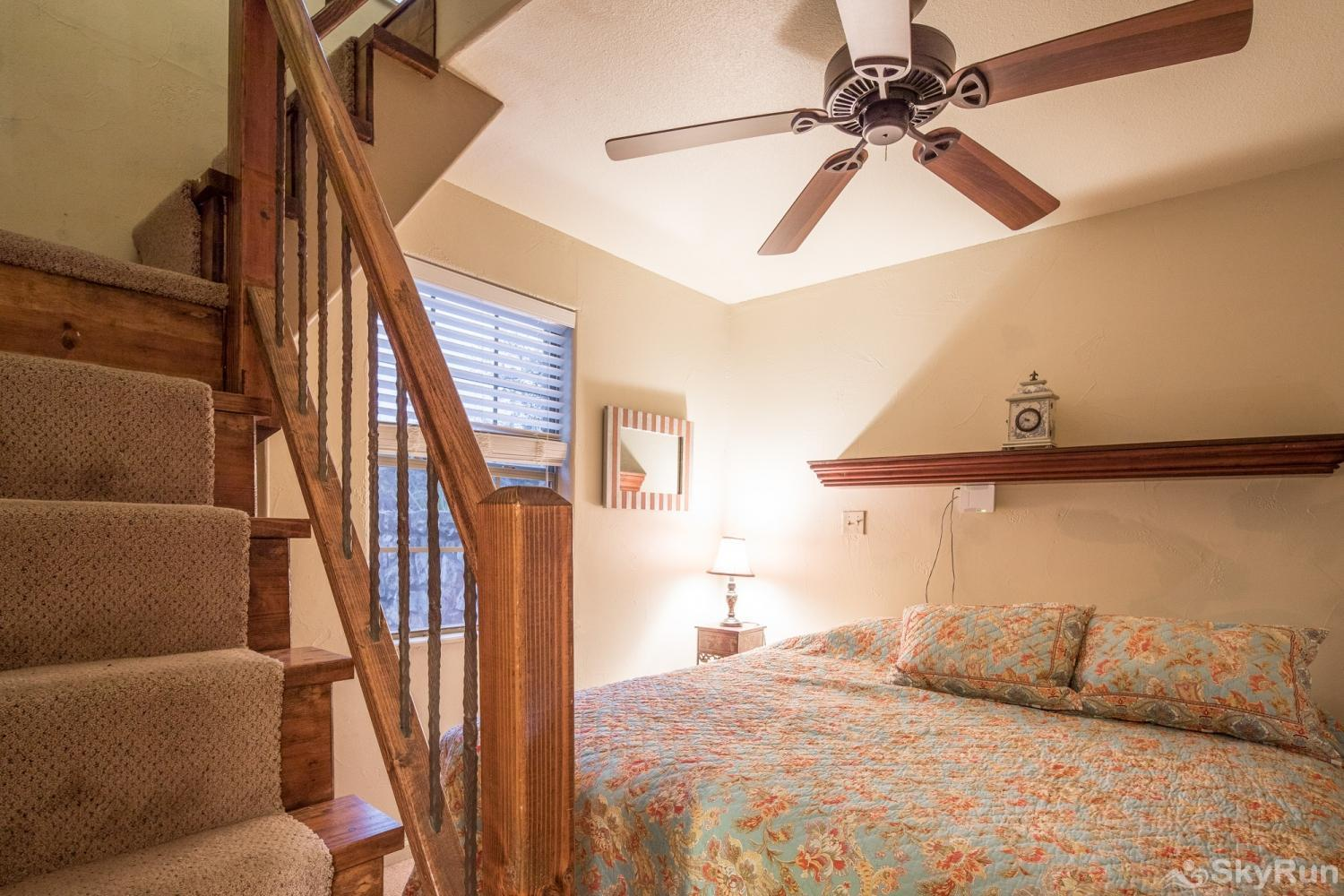 LITTLE ROCK 'N' WOOD Second Bedroom with King Bed