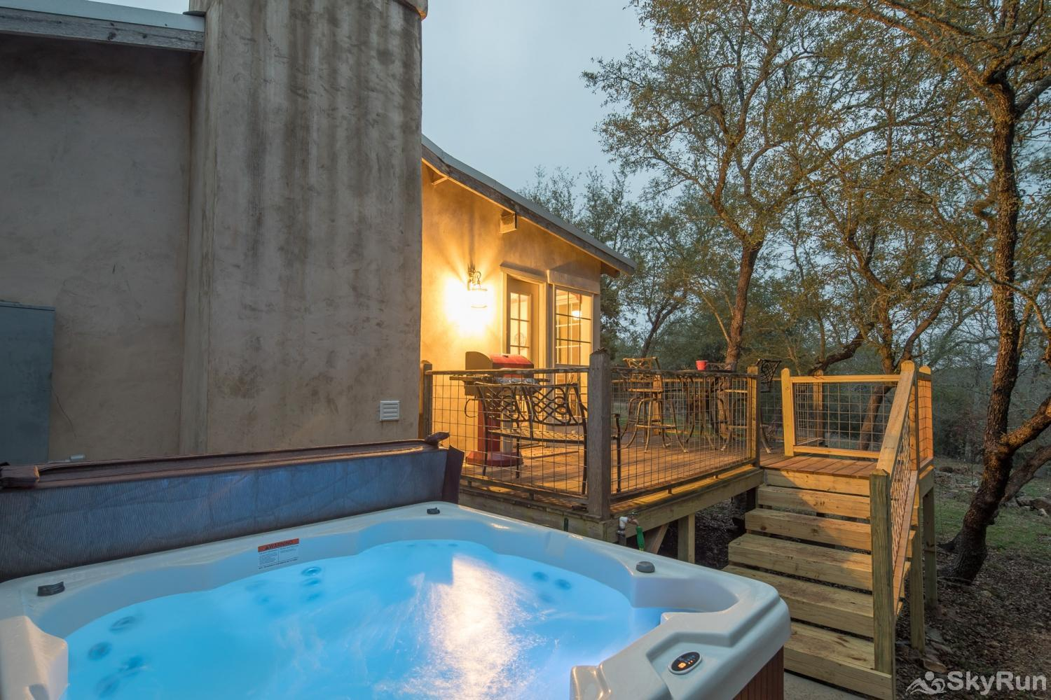 LITTLE ROCK 'N' WOOD Enjoy the Hot Tub under the Hill Country Stars