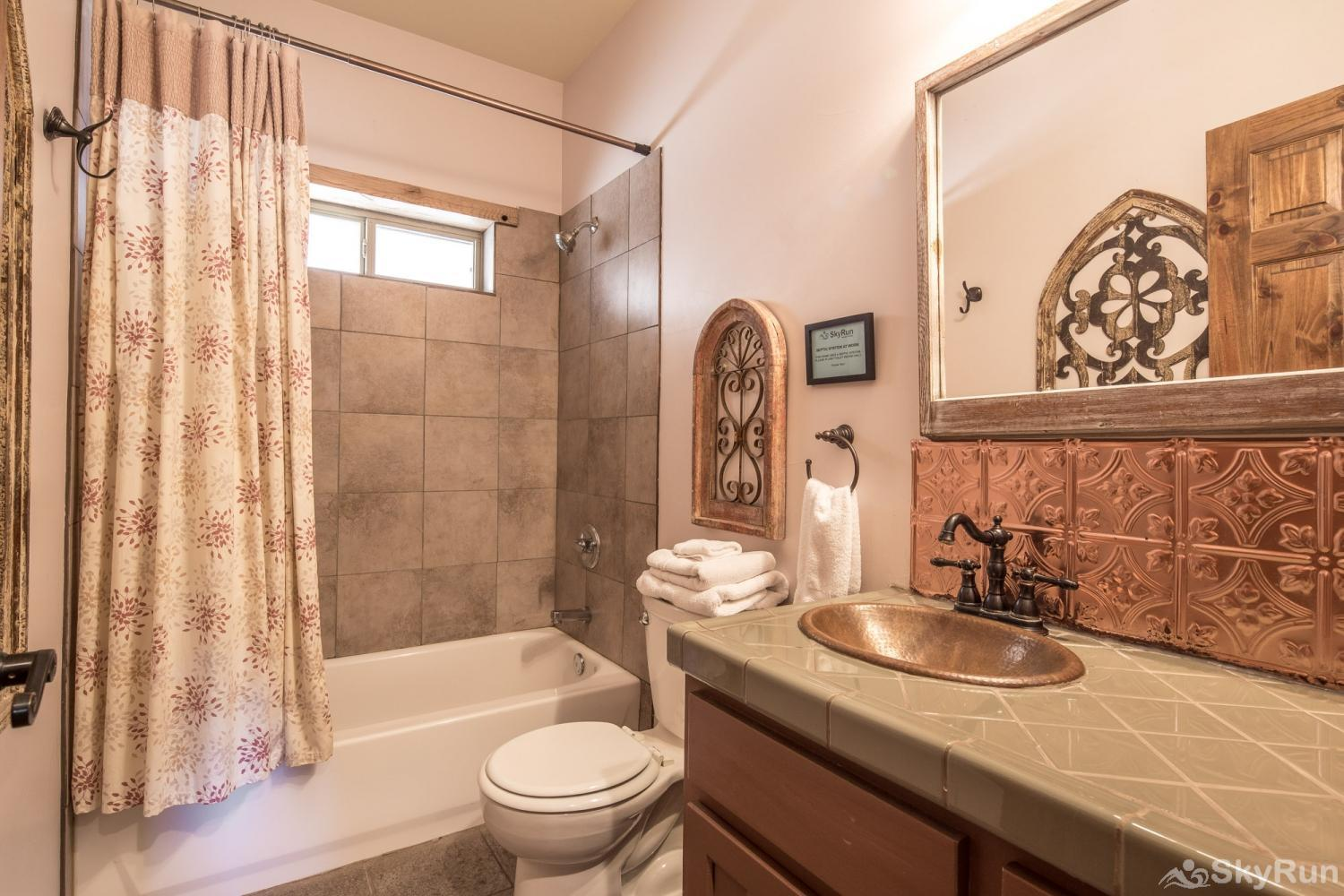 SHEPHERD'S LODGE Full bath downstairs with shower/ tub combo