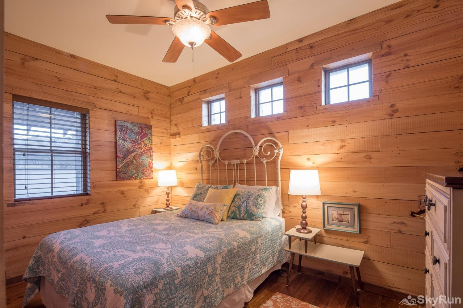 SHEPHERD'S LODGE Fourth bedroom with queen bed