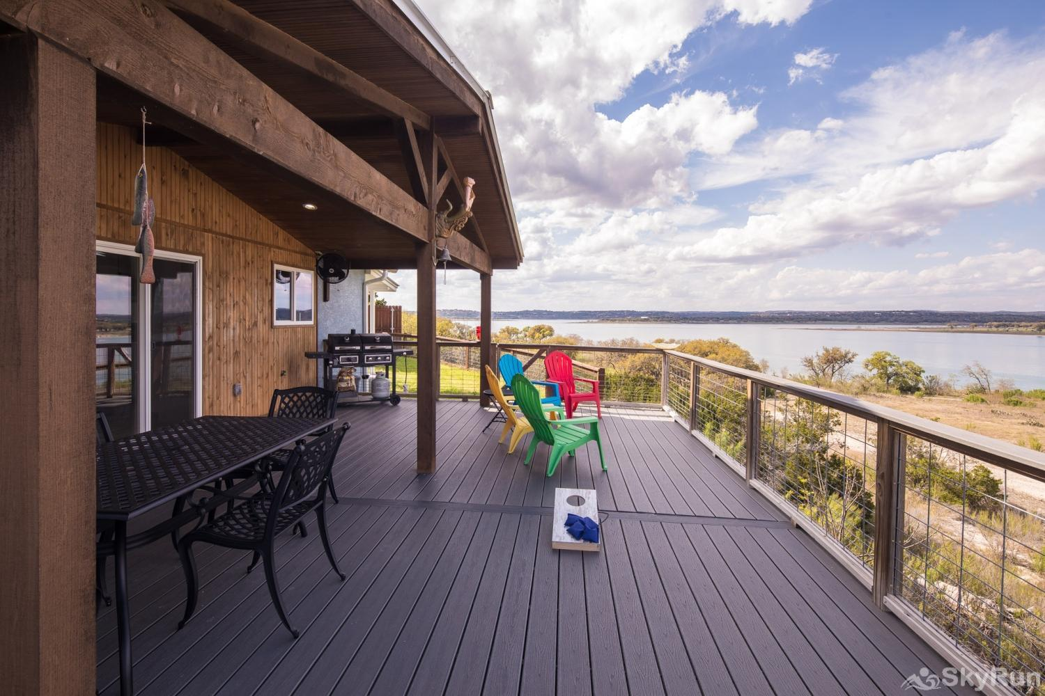 LEDGEROCK POINTE Ample deck space for your entire group to enjoy