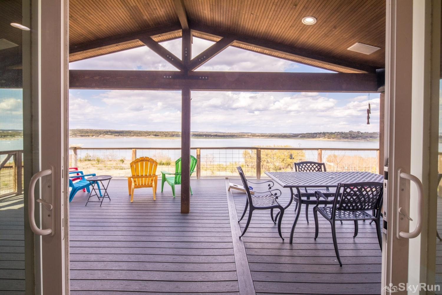 LEDGEROCK POINTE Beautiful view of Canyon Lake - covered and uncovered decks!
