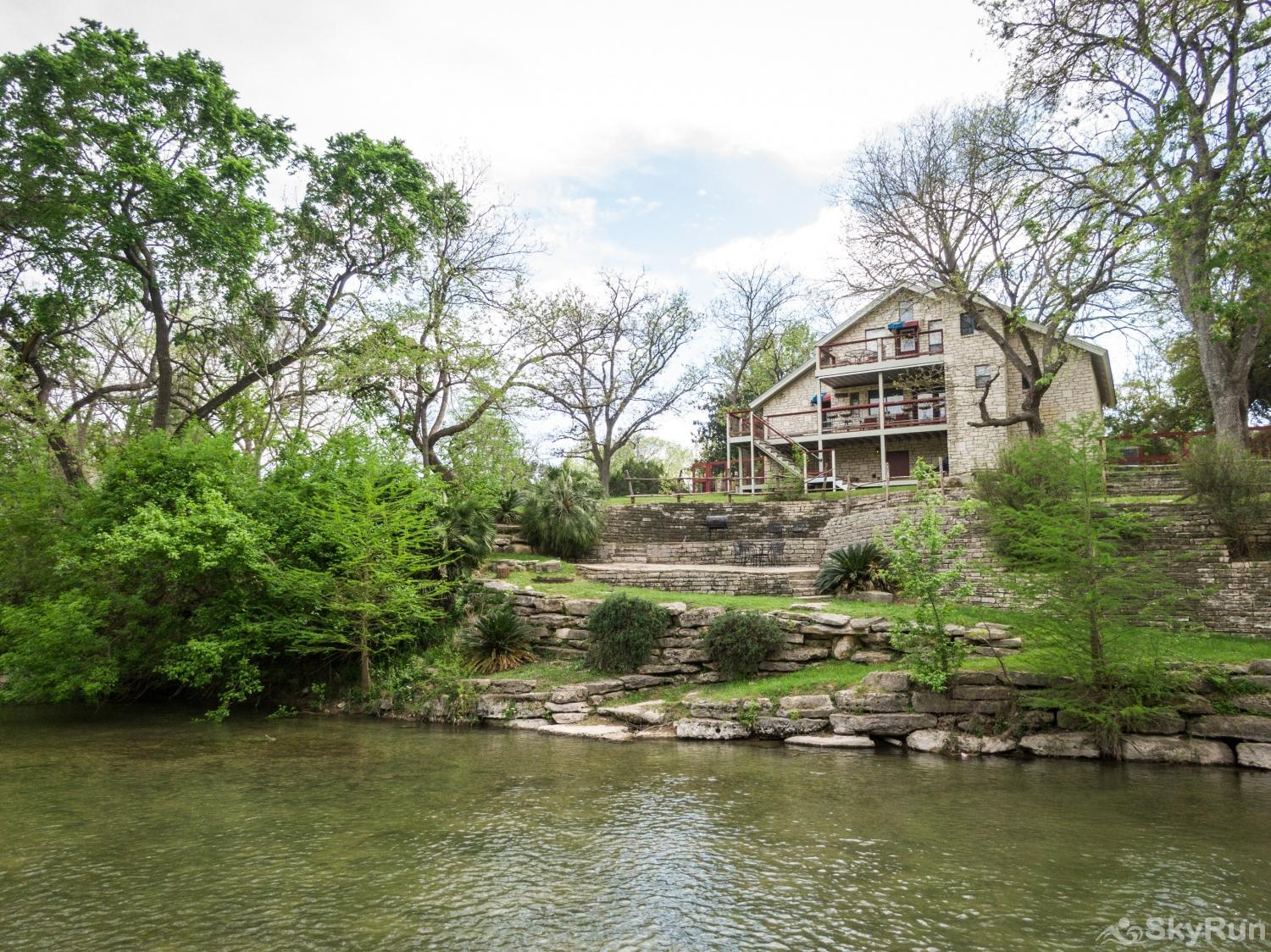 BRAUN RIO Beautiful waterfront home along the Guadalupe River