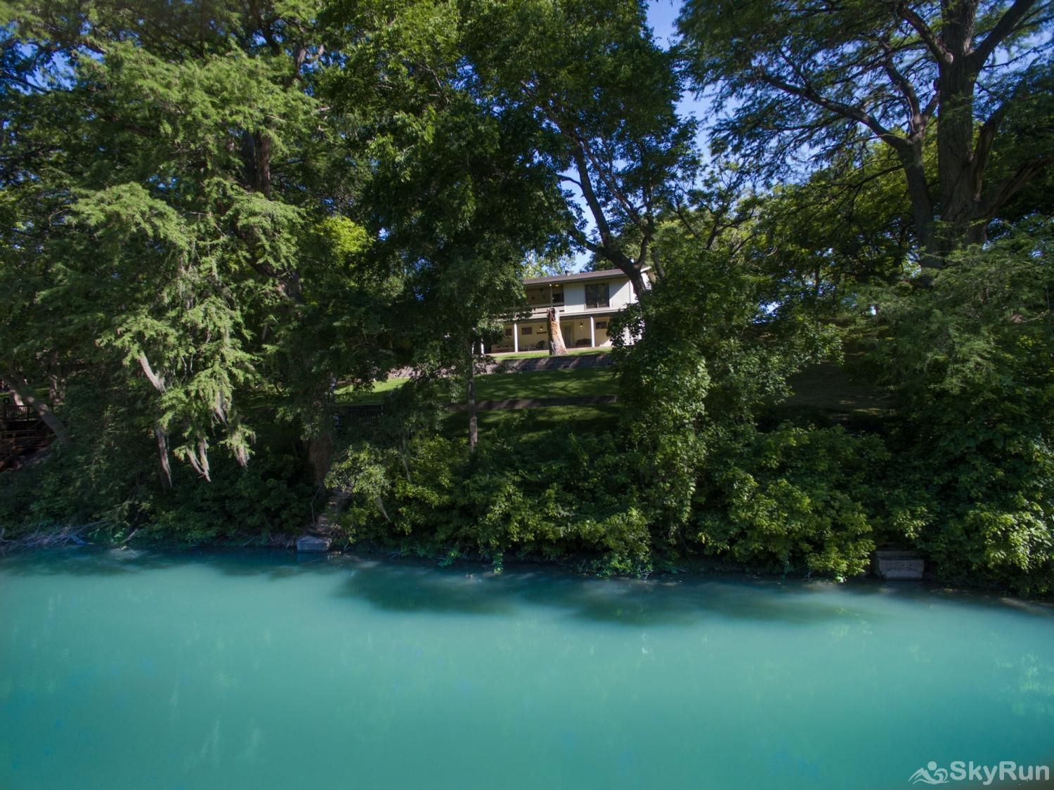 MAC'S PLACE Charming, relaxing home nestled on the Guadalupe River