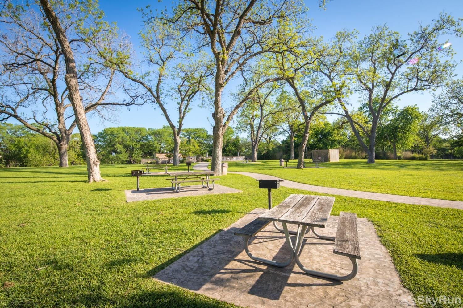 WATERWHEEL RIVER CONDO Beautiful green spaces for picnics and barbecues